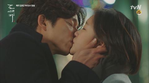 기억 되찾은 김고은, 공유와 애틋한 재회 키스 [tvN 10주년 특별기획 <도깨비>] 15회 20170121 이미지